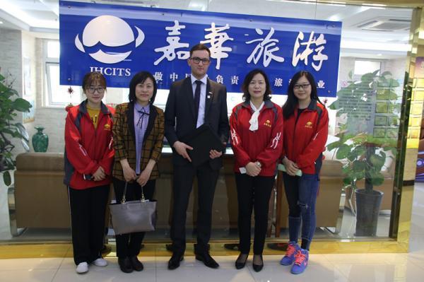 热烈欢迎英超体验公司莅临嘉华旅游参观考察!